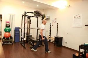 """Personal Trainer Bologna - """"Affondi con manubri camminando"""" o """"lunge"""" per gambe e glutei"""