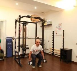 Squat con manubri per muscoli di gambe e glutei - Personal Trainer Bologna