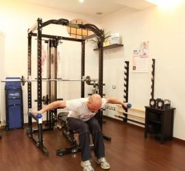 Alzate laterali con manubri per i muscoli delle spalle - Personal Trainer Bologna Stefano Mosca