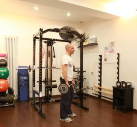 Rematore con bilanciere per i muscoli dorsali - Personal Trainer Bologna