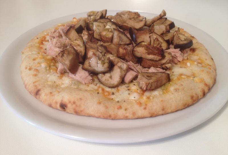 Personal Trainer Bologna - Pizza con mozzarella, tonno e melanzane