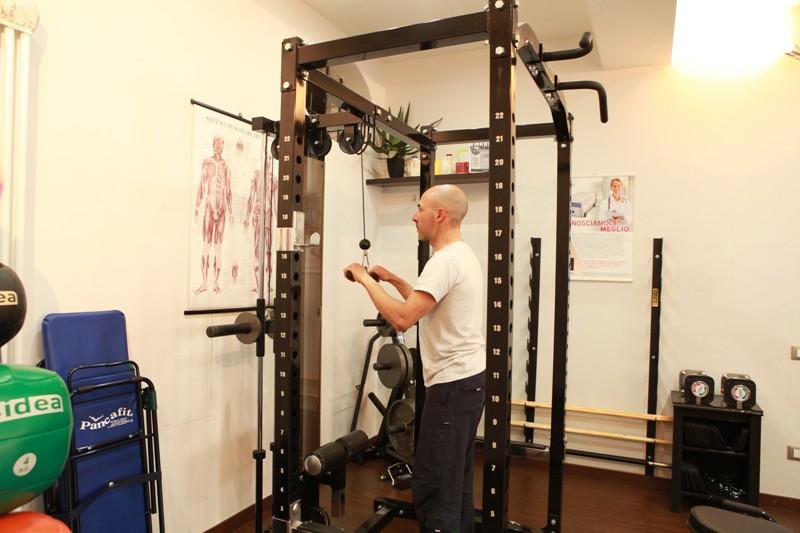 Push down con barra per i muscoli tricipiti - Personal Trainer Bologna