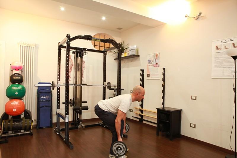 """""""Stacco o deadlift"""" con bilanciere per gambe e glutei - Personal Trainer Bologna"""